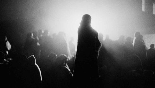 [Portrait] Andrew Tshabangu tend un miroir à la société sud-africaine